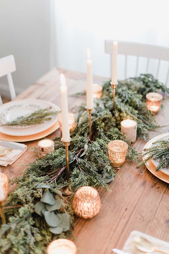 Christmas Tablescape With Natural Accent