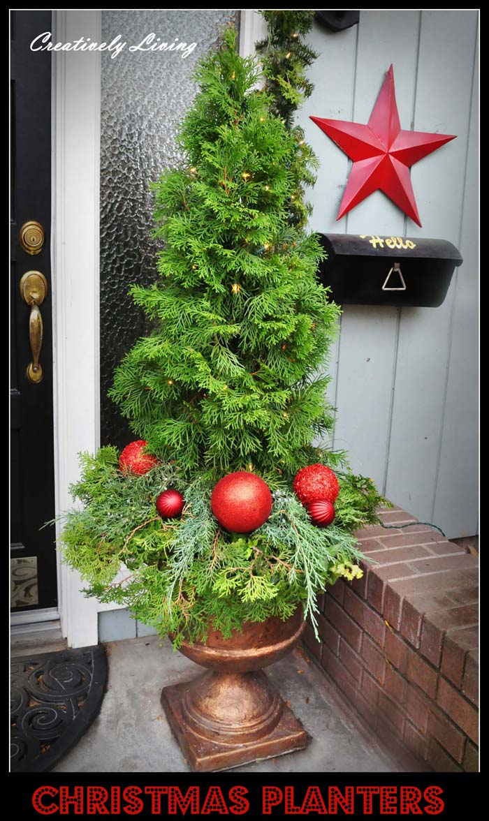 Christmas Tree with Ornaments Planter #Christmas #outdoor #planter #decorhomeideas