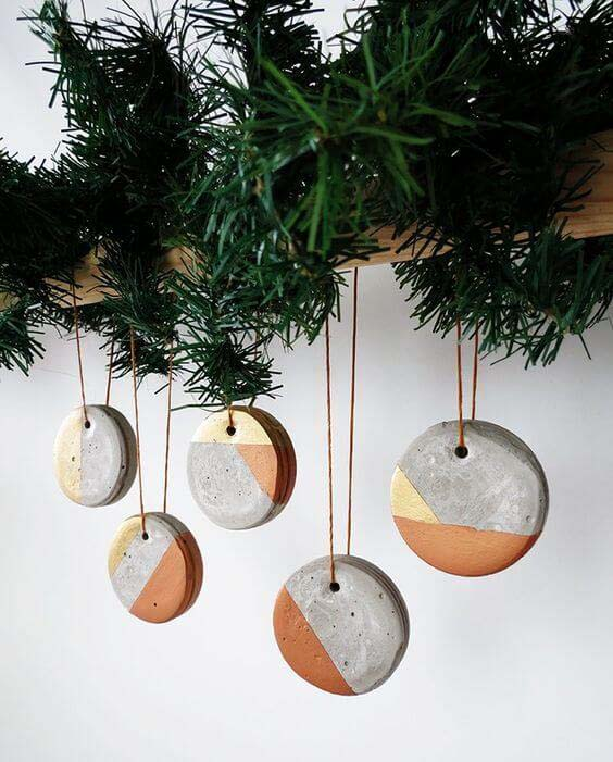 Concrete Christmas Ornaments #Christmas #minimalist #decor #decorhomeideas