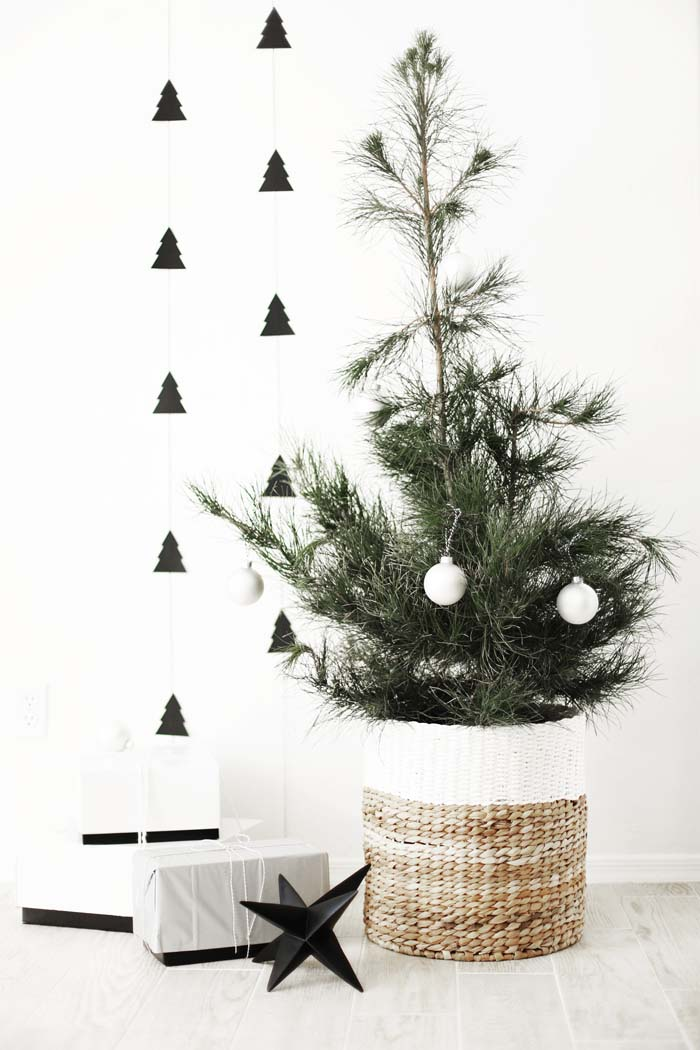 DIY Christmas Tree Garland #Christmas #minimalist #decor #decorhomeideas