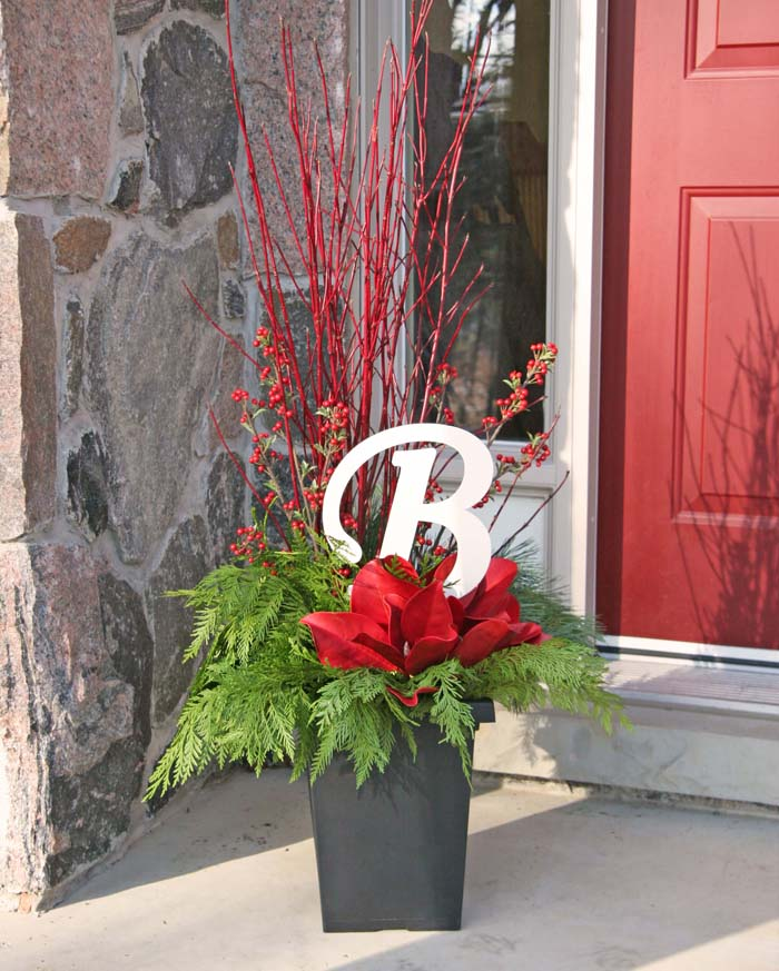 DIY Festive Monogram Porch Planter #Christmas #outdoor #planter #decorhomeideas