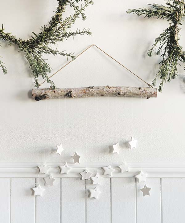 DIY Tiny Star Wall Hanging #Christmas #minimalist #decor #decorhomeideas