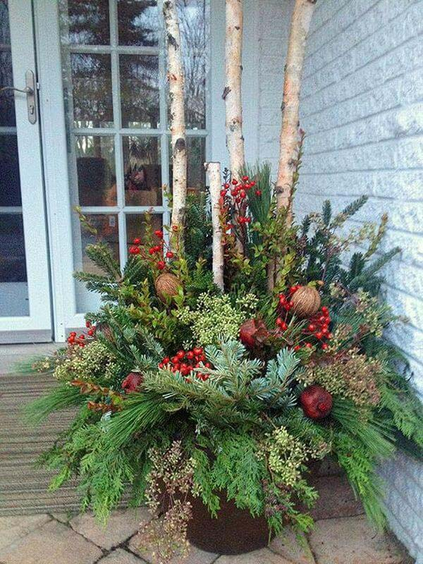 Evergreen and Birch Branch Planter #Christmas #outdoor #planter #decorhomeideas
