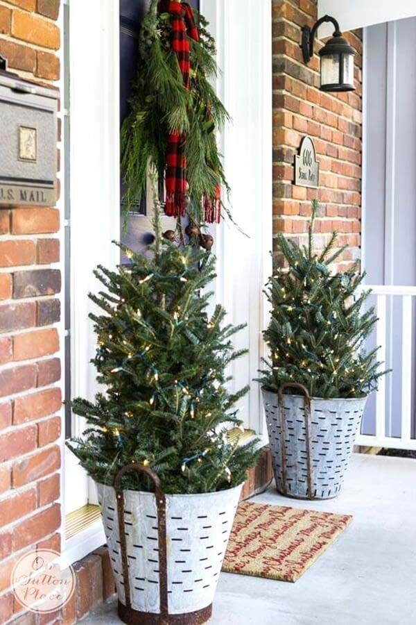 Festive Pine Tree Porch Planters #Christmas #outdoor #planter #decorhomeideas