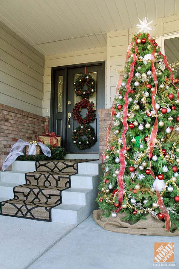 Front Porch Traditional Christmas Tree #Christmastree #outdoor #decorhomeideas