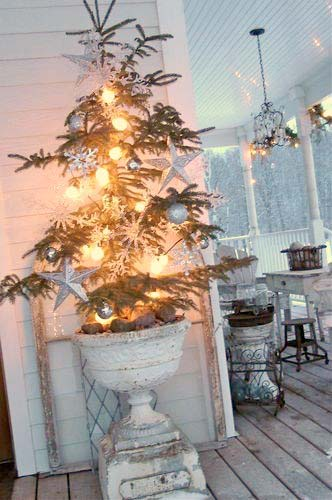 Front Porch Urn Christmas Tree Planters #Christmas #urns #decorations #decorhomeideas