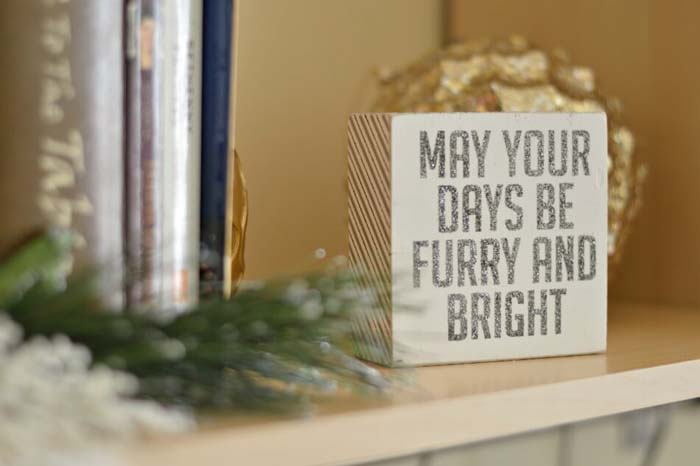 Furry and Bright Wooden Canvas #Christmas #silver #decorations #decorhomeideas
