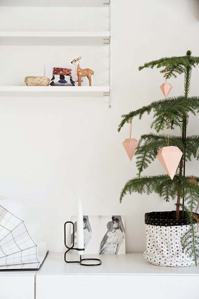 Geometric Xmas Tree Ornaments #Christmas #minimalist #decor #decorhomeideas
