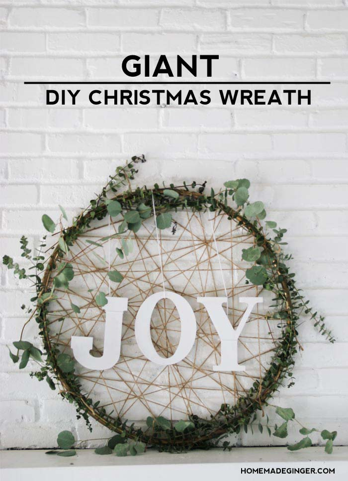 Giant DIY Christmas Wreath #Christmas #minimalist #decor #decorhomeideas