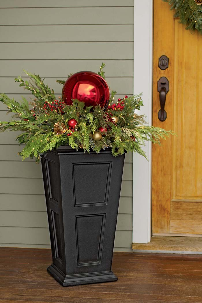 Giant Ornament On Evergreen Branches #Christmas #outdoor #planter #decorhomeideas
