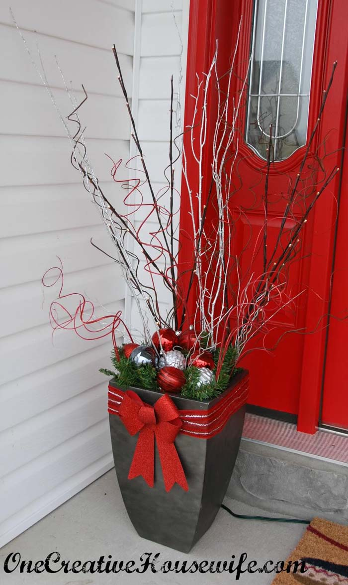 Glittery Branch, Ornament, and Bow Planter #Christmas #outdoor #planter #decorhomeideas
