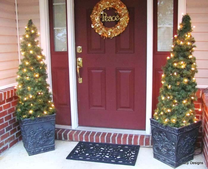 Glowing Front Porch Tree Duo #Christmastree #outdoor #decorhomeideas