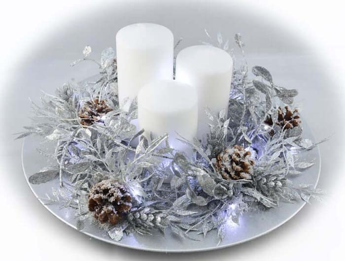 Glowing Wreath Plate and Pillar Candles #Christmas #silver #decorations #decorhomeideas