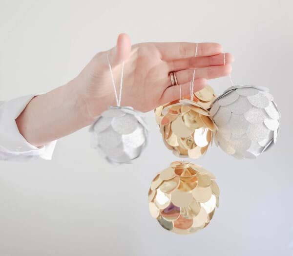 Gold and Silver Scaly Baubles #Christmas #silver #decorations #decorhomeideas