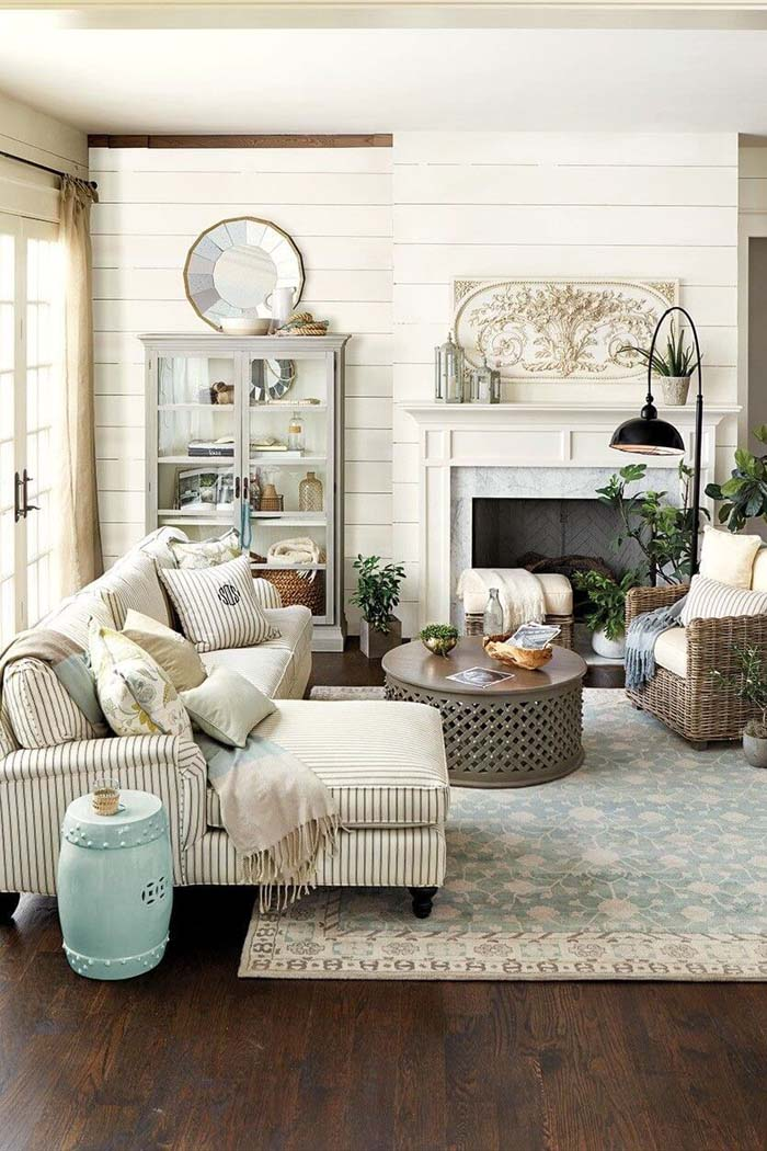 Inviting Livingroom with Striped Linen Couch #frenchcountry #decor #decorhomeideas