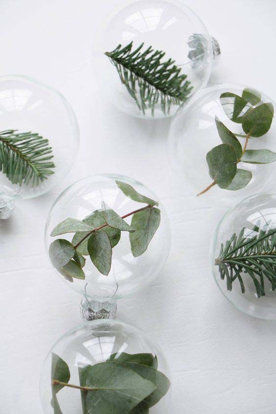Leaf-Loaded Ornaments #Christmas #minimalist #decor #decorhomeideas