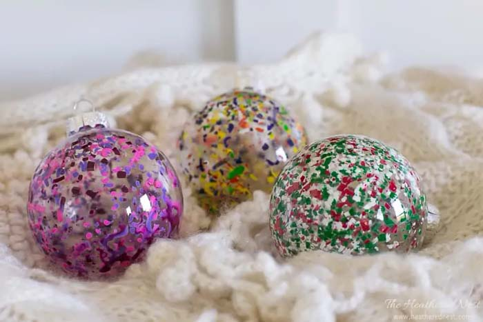 Melted Crayon Ornaments #Christmas #ornaments #kids #diy #decorhomeideas