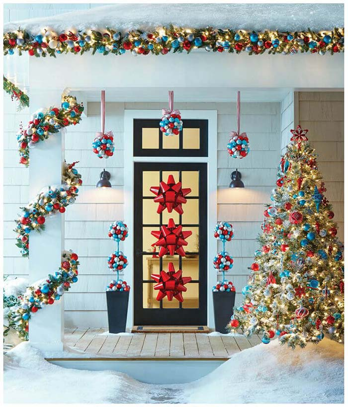 Merry & Bright Blue and Red Tree #Christmastree #outdoor #decorhomeideas