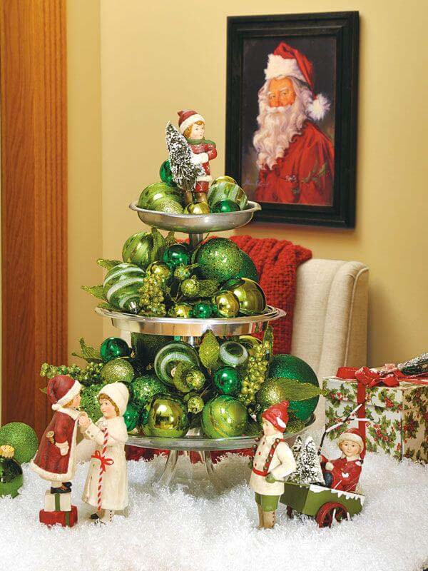 Monochromatic Display Of Vintage Green Ornaments And Figurines #Christmas #cakestand #decorhomeideas