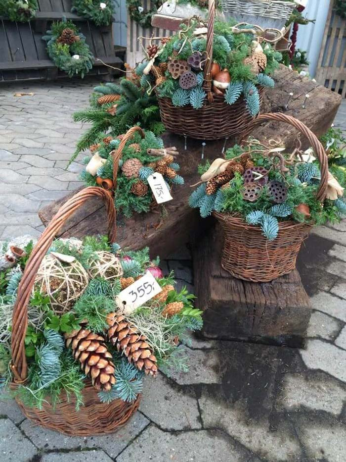 Pinecone and Evergreens Porch Baskets #Christmas #outdoor #planter #decorhomeideas