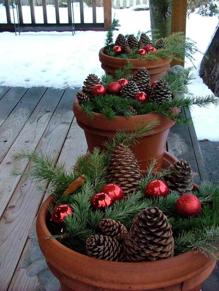 Pinecones, Evergreens, and Ornaments Planters #Christmas #outdoor #planter #decorhomeideas