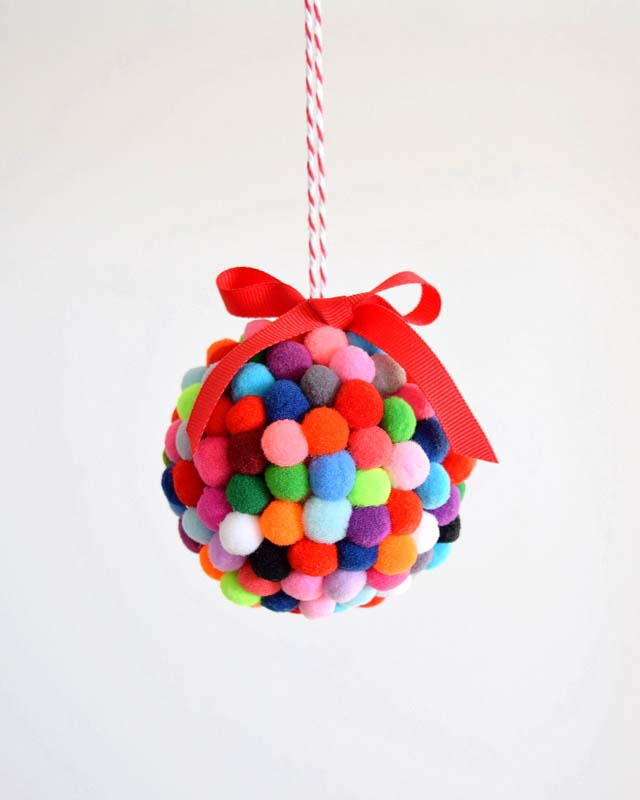 Pom Pom Ornament #Christmas #ornaments #kids #diy #decorhomeideas