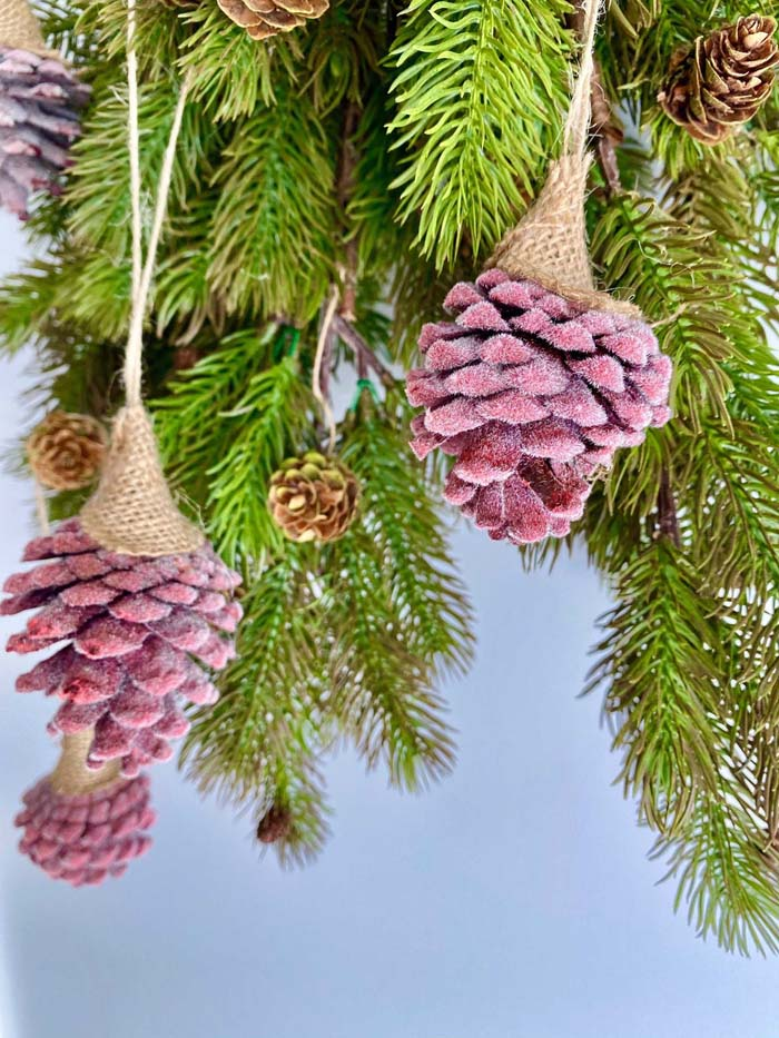 Red Frosted Pinecones #Christmas #ornaments #rustic #decorhomeideas