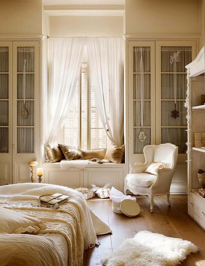 Romantic White Bedroom with a Window Seat #frenchcountry #decor #decorhomeideas
