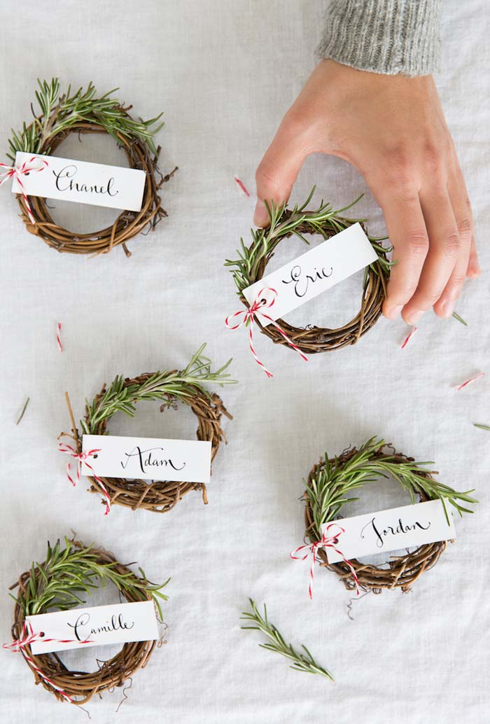 Rosemary Wreath Place Cards #Christmas #minimalist #decor #decorhomeideas