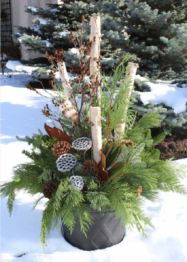 Rustic Birch and Evergreen Planter #Christmas #outdoor #planter #decorhomeideas