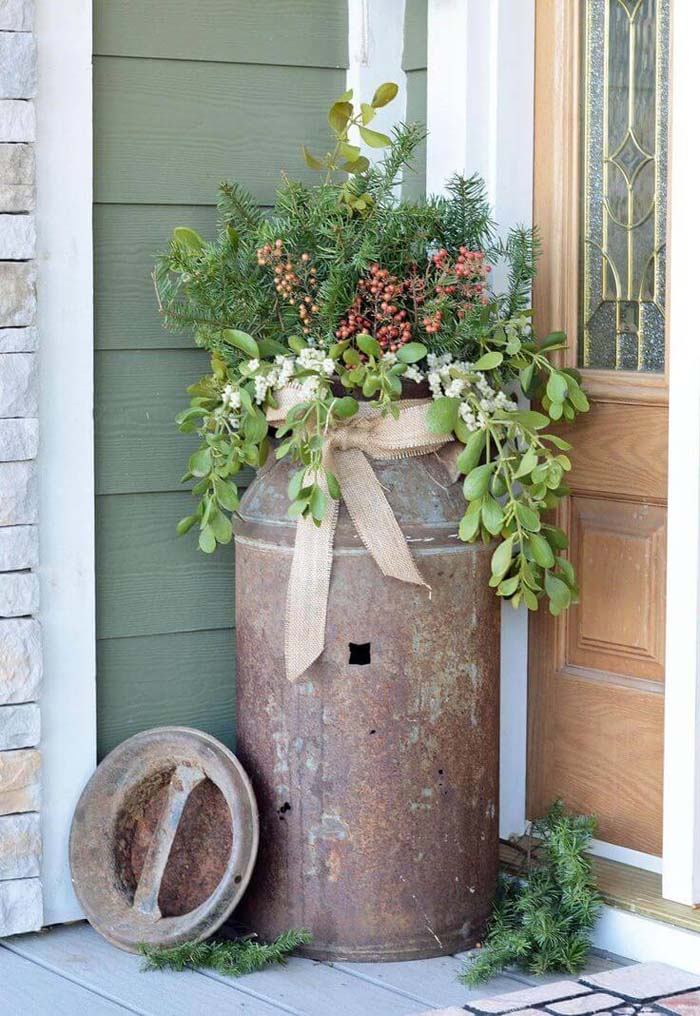 Rustic Milk Can Planter With Evergreens #Christmas #outdoor #planter #decorhomeideas