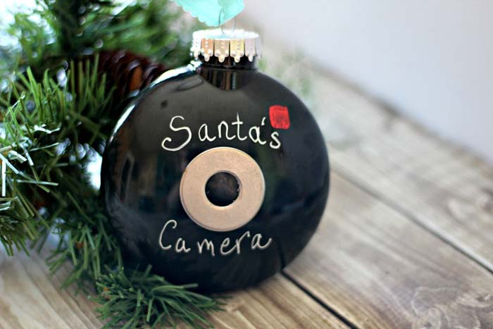 Santa's Camera Christmas Ornament #Christmas #ornaments #kids #diy #decorhomeideas