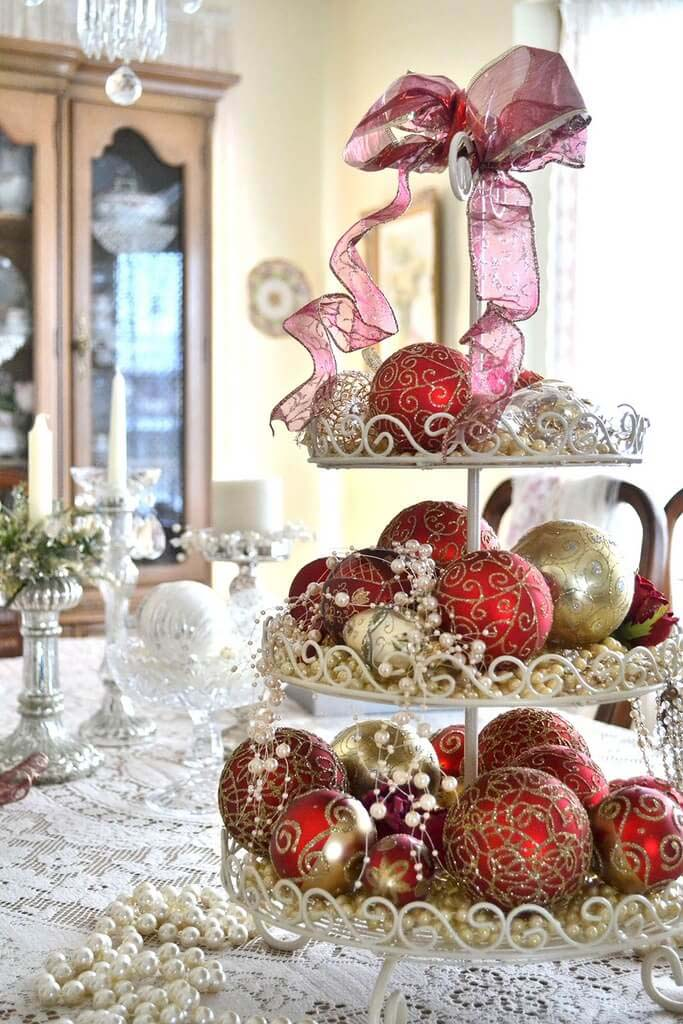 Scroll-worked Dessert Caddy And Matching Ornaments In Red And Gold #Christmas #cakestand #decorhomeideas