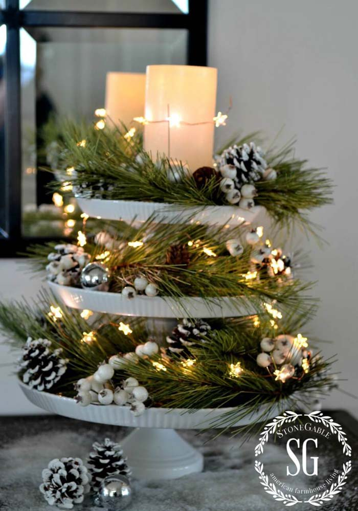 Simple White Christmas Cake Stand Decoration with Pine Garland #Christmas #cakestand #decorhomeideas