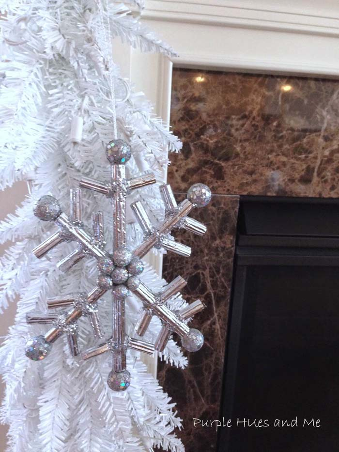 Snowflake Ornament with Silver Balls #Christmas #silver #decorations #decorhomeideas