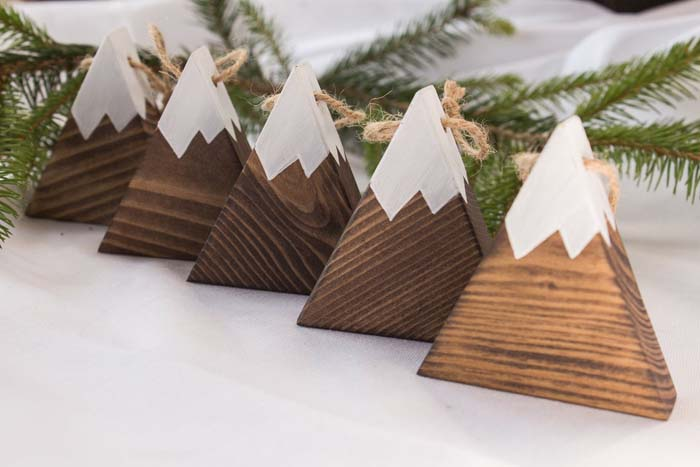 Snowy Mountain Ornaments #Christmas #ornaments #rustic #decorhomeideas