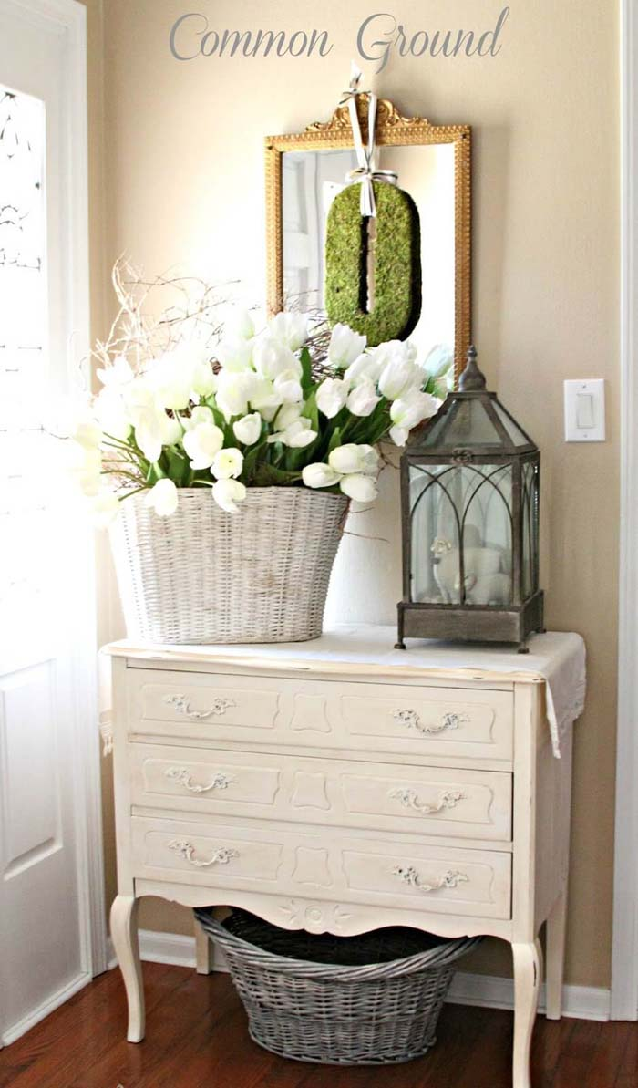 Springtime French Country-Inspired Foyer Display #frenchcountry #decor #decorhomeideas