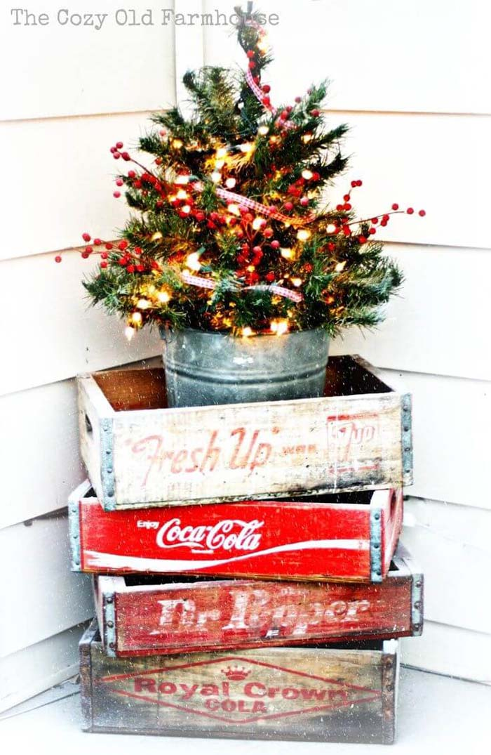 Stacked Vintage Outdoor Christmas Tree Decor #Christmastree #outdoor #decorhomeideas