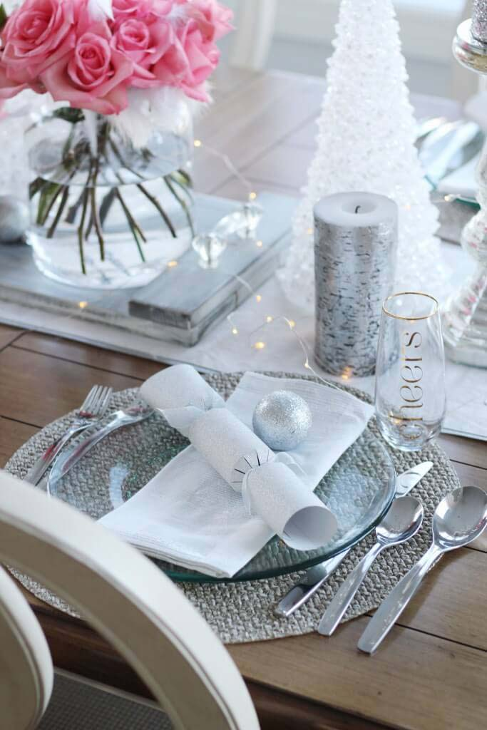 Tabletop Decor and Silverware Set #Christmas #silver #decorations #decorhomeideas