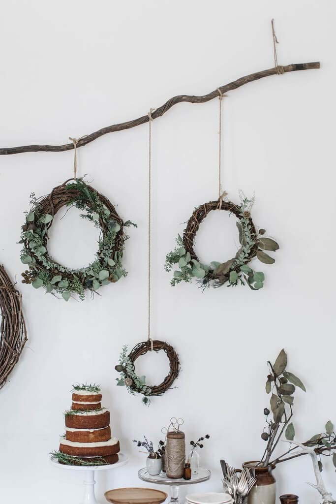 Three Wreaths #Christmas #minimalist #decor #decorhomeideas