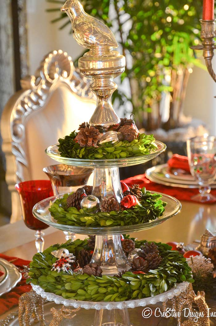 Tiered Display Of Boxwood Wreaths And Vintage Ornaments #Christmas #cakestand #decorhomeideas