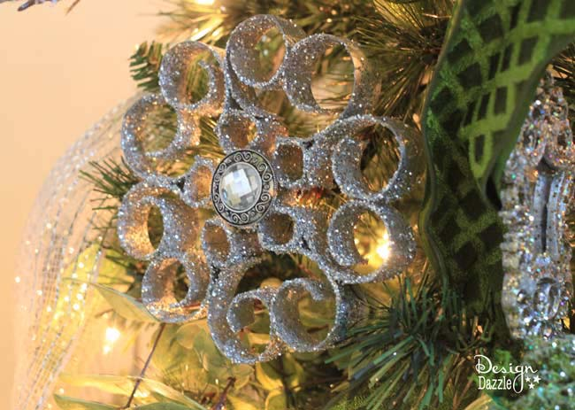 Toilet Paper Roll Ornament #Christmas #ornaments #dollarstore #decorhomeideas