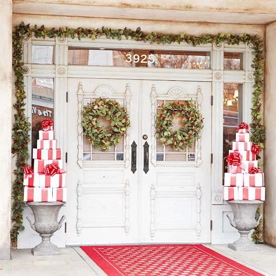 Trees Made of Christmas Presents #Christmas #urns #decorations #decorhomeideas