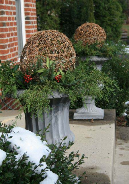 Twin Twine Globes With Branches and Red Berries #Christmas #urns #decorations #decorhomeideas