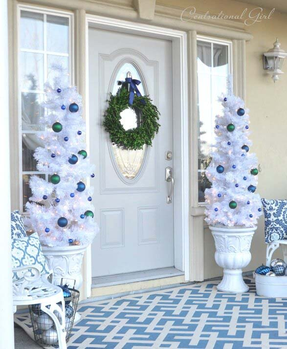 White Christmas with a Burst of Color #Christmastree #outdoor #decorhomeideas
