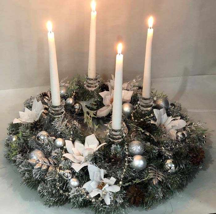 White Poinsettia Wreath Candle Holder #Christmas #silver #decorations #decorhomeideas