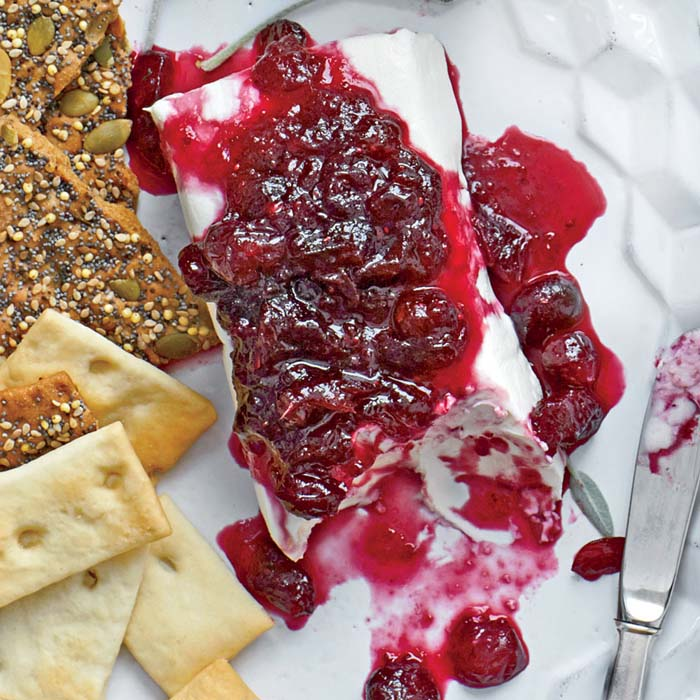 Wine-Spiked Cranberry Cheese Log #Christmas #dips #decorhomeideas