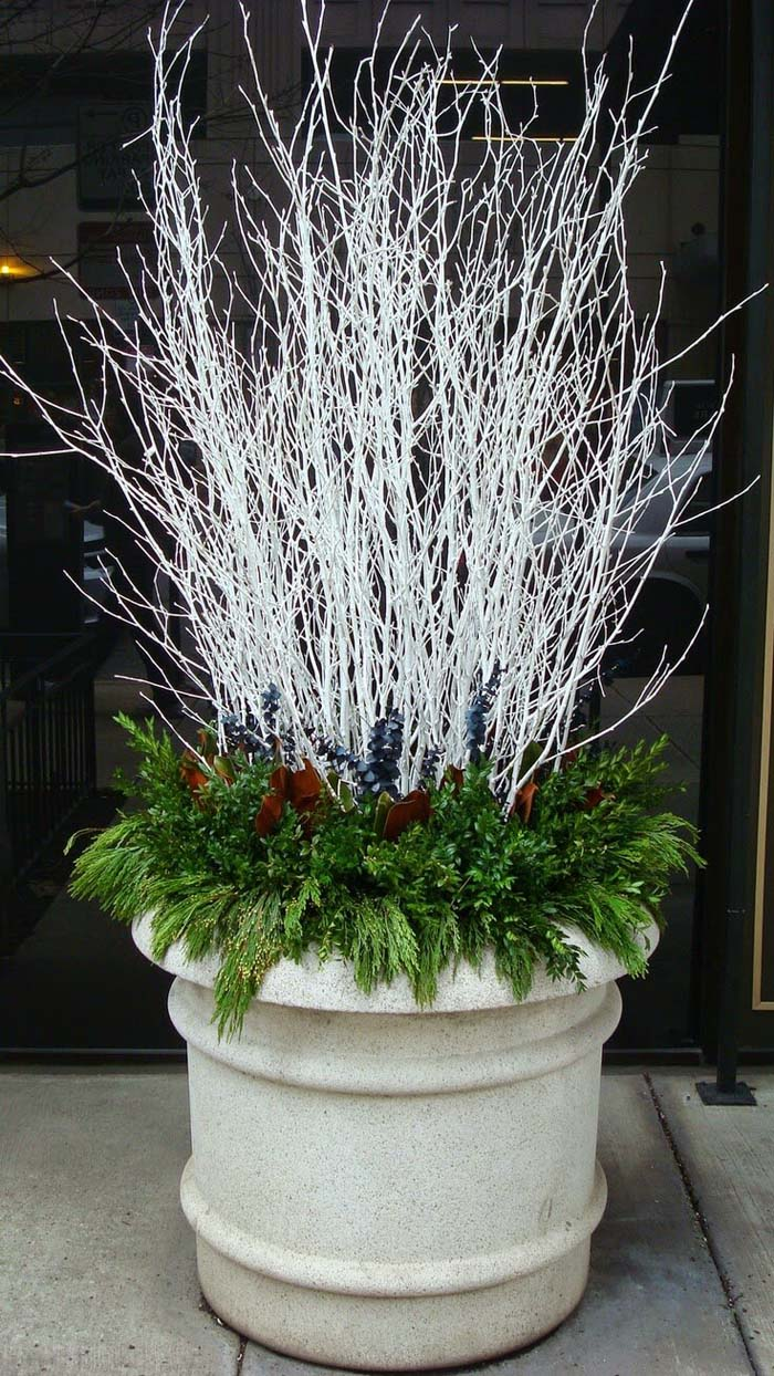 Winter White Branches With Evergreens #Christmas #outdoor #planter #decorhomeideas