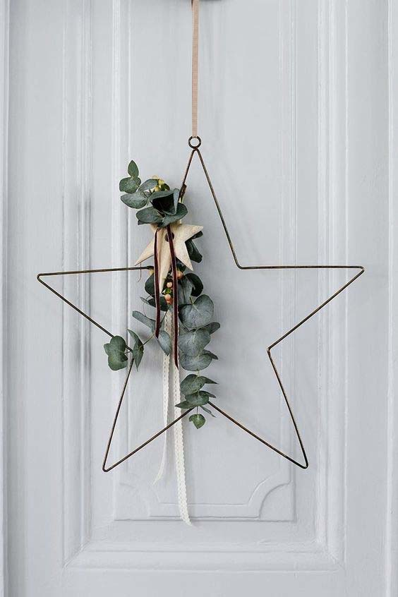 Wire Star-Shaped Wreath #Christmas #minimalist #decor #decorhomeideas