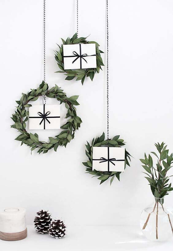 Wreaths With Box Placed Inside Them #Christmas #minimalist #decor #decorhomeideas